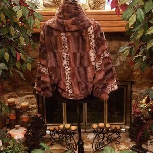 Dolce Vita Jackets & Coats - NWOT/Dolce Vita Pullover Faux Fur Jacket